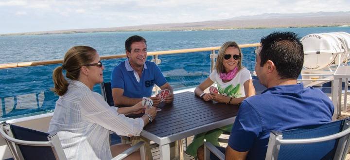 02_galapagos-relaxing-onboard-720x330