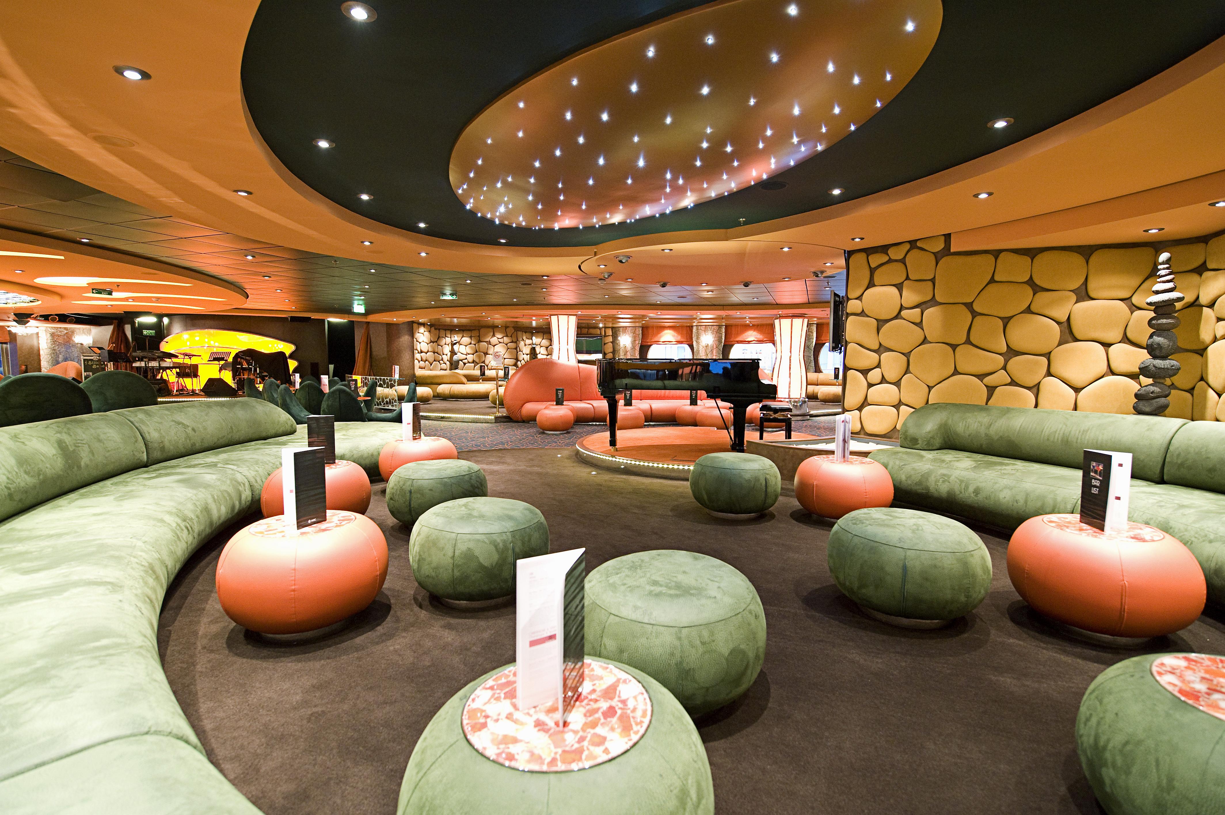 L Insolito Lounge